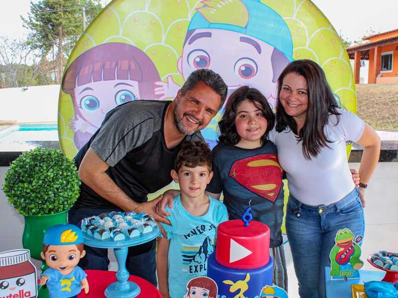 Com o titio Marcelo, priminho Gabriel e tia Vânia