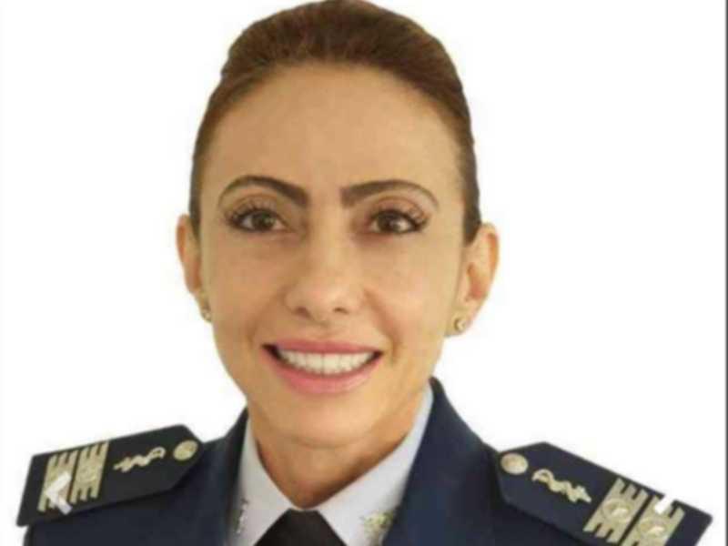 A primeira mulher a general. A médica Carla Lyrio Martins