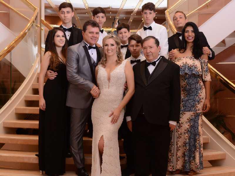 Sérgio Leite e Camila Hosken com toda a família
