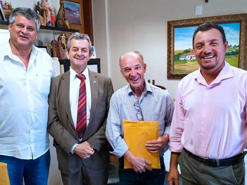 José Carlos, Dalmon Superbi e Luiz Galo receberam  uma viatura que reforçará a segurança no Município