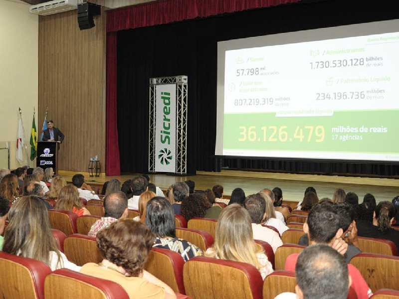 Diretor Executivo Roque Enderle apresentou informações sobre a cooperativa