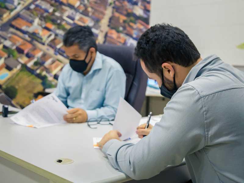 Assinatura de termo de cooperação permite que moradores de Paraíso e da microrregião participem de pesquisa sobre a Butanvac