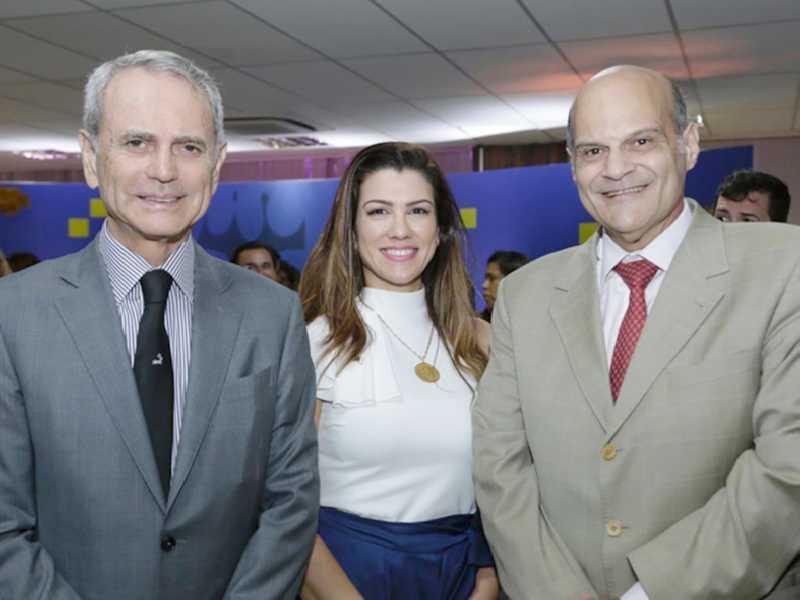 Paulo Octávio, Marcella Athayde Browne, diretora de Registro da Junta, e o vice-governador Paco Britto