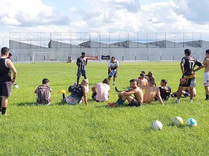 Jogadores fizeram treinos no 1º de Maio e o time terá amistosos para buscar entrosamento