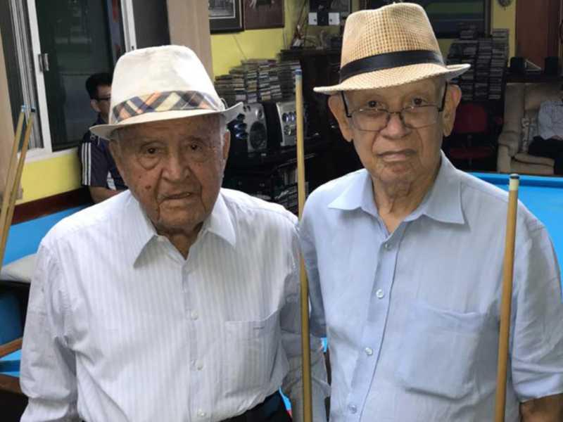 Os dois fenômenos da sinuca, Francisco Morato, 93 anos, e Aurélio Corrêa, 90 anos