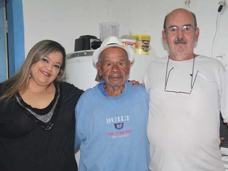 Fernanda e Cléber foram cumprimentar o amigo Guari pelos 85 anos de idade