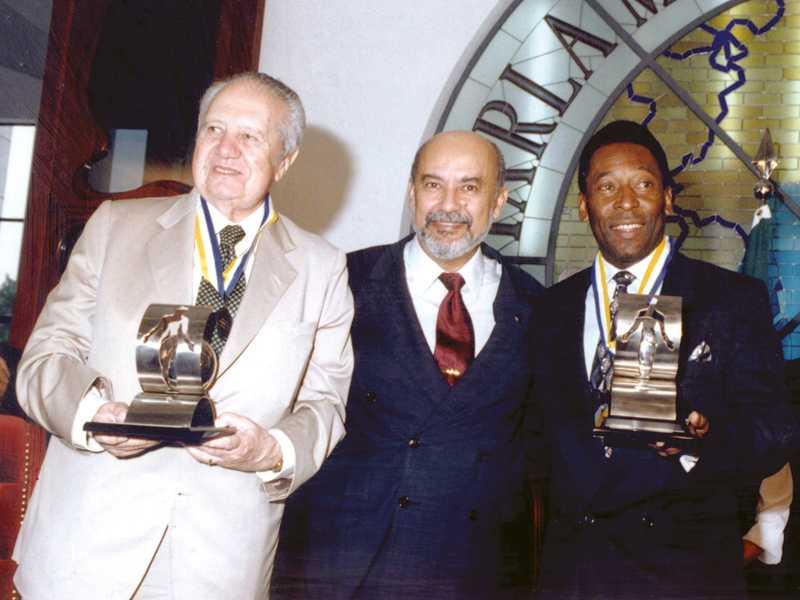 Em abril de 1997, na entrega da Comenda da Ordem do Mérito da Fraternidade Ecumênica, do ParlaMundi da LBV, ao estadista português Mário Soares e a Pelé, o Atleta do Século 20