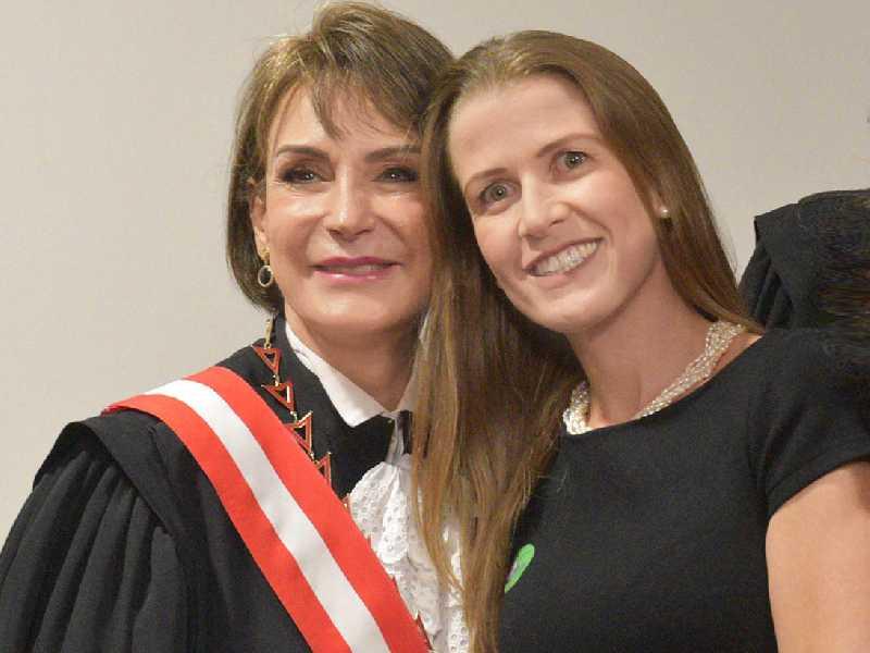 Ministra Maria Cristina Peduzzi e sua afilhada Paula Maciel Azambuja