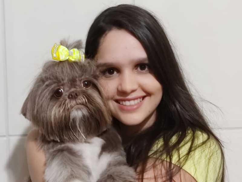 ISABELA, que está cursando Medicina Veterinária na PUC, Poços de Caldas, celebra seu natalício no dia 18. Filha muito querida de Tiél e Patrícia. Parabéns.
