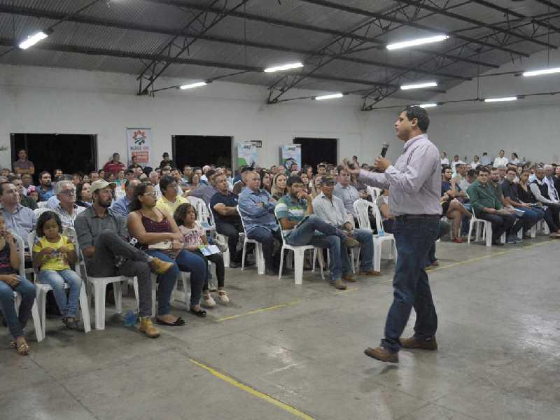Evento reuniu centenas de produtores e familiares no Parque de Exposições