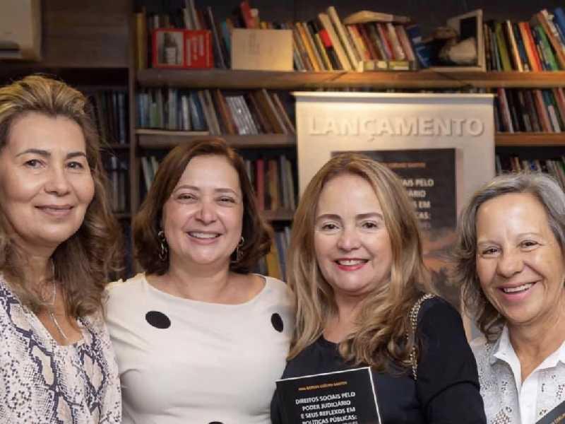 Ana Borges Coêlho Santos, que agitou o Carpe Diem. Na foto, a autora ladeada pelas primas, Ana Matilde Coêlho e Ana Rosa Sabóia, e a  cunhada Ana