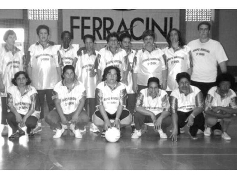 Time feminimo de voleibol 3ª idade  RENASCER