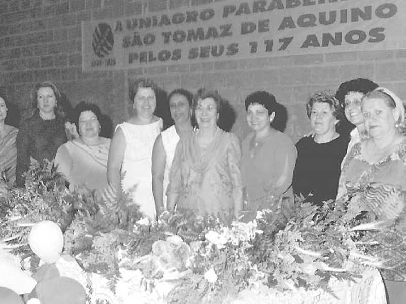 Professora Anete Abrão homenageadas pelas ex-alunas