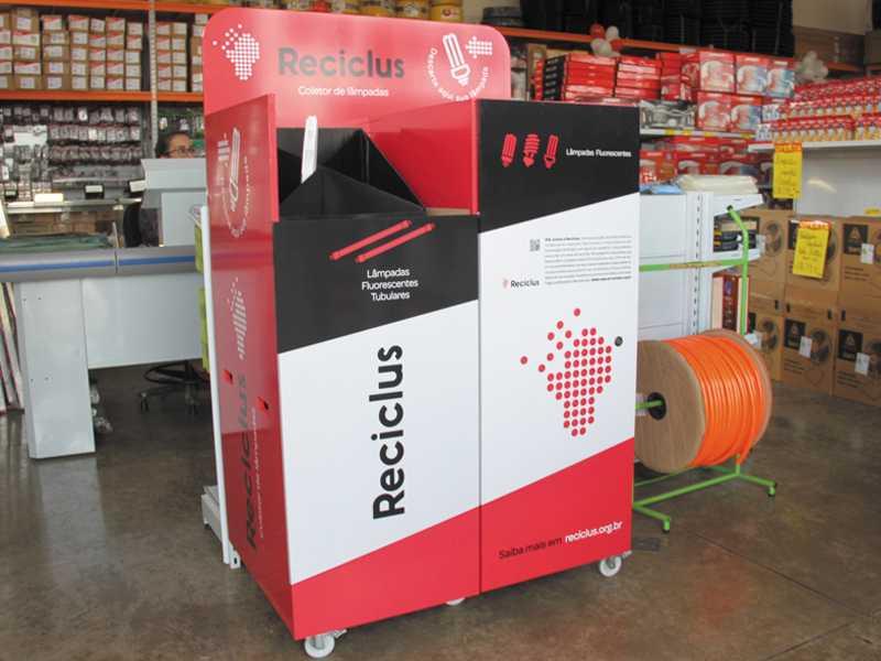 Nas lojas Pessoni Hidro & Elétrica você encontra um coletor exclusivo da Reciclus para coleta de descartes de lâmpadas