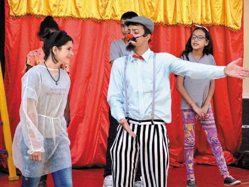 Artistas apresentaram números que prenderam a atenção dos estudantes e foram animados pelo palhaço Tigela