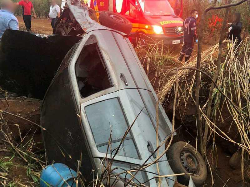 Acidente registrado na Rodovia Pedro Cerize. Cinco pessoas ficaram feridas