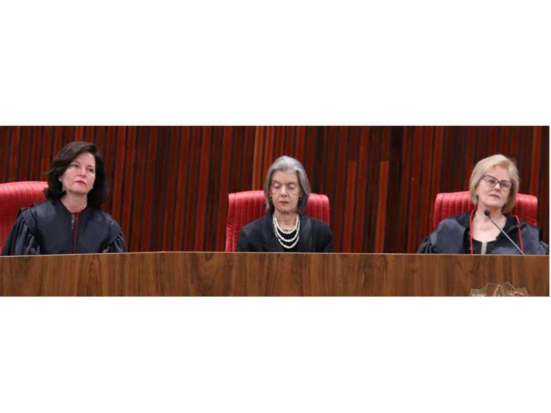 Na cerimônia, a procuradora-geral da República, Raquel Dodge, a presidente do Supremo, Cármen Lúcia e a empossada