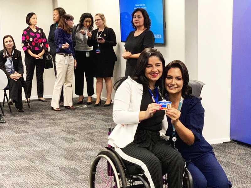 Cropped Michelle Bolsonaro recebe novos funcionários da Caixa com deficiência