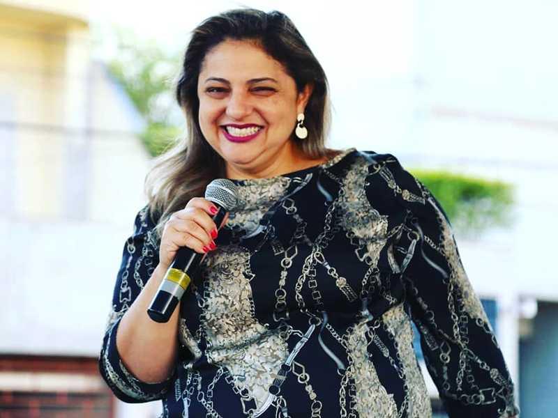 A jornalista SUZANA PAULA SOUZA,  recebe cumprimentos no dia 7.