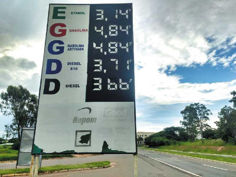 No Posto Paraíso, consumidor cadastrado paga R$ 4,647 o litro de  gasolina, etanol R$ 2,987 e diesel R$ 3,597