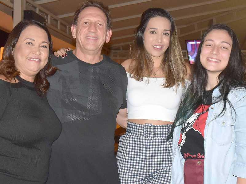 Giancarlo Lettieri com sua bela Tânia e as lindas filhas, Giulia e Bianca Lettieri