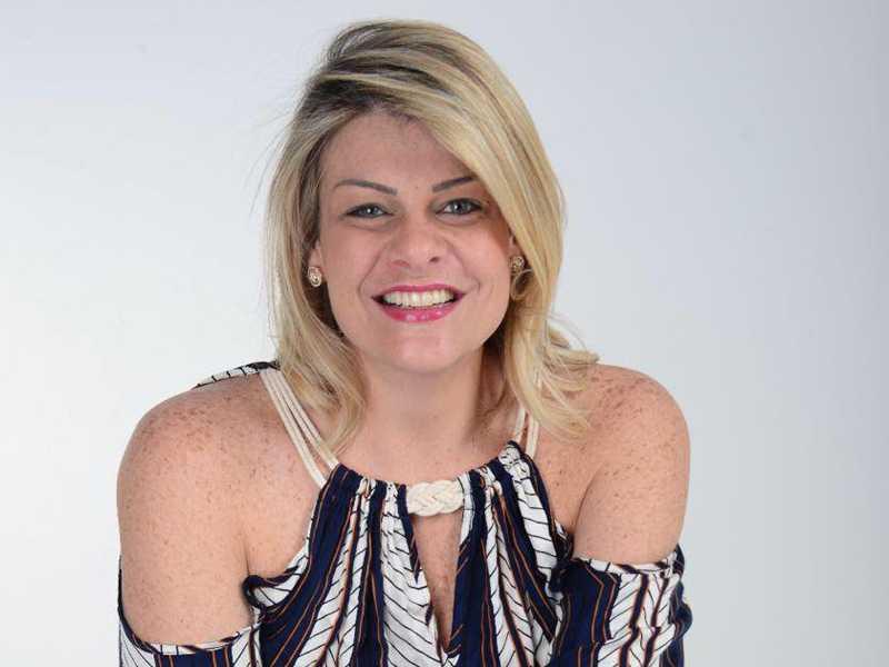 MARIA PIA, apresentadora da TV Sudoeste recebe cumprimentos no dia 2 de fevereiro.