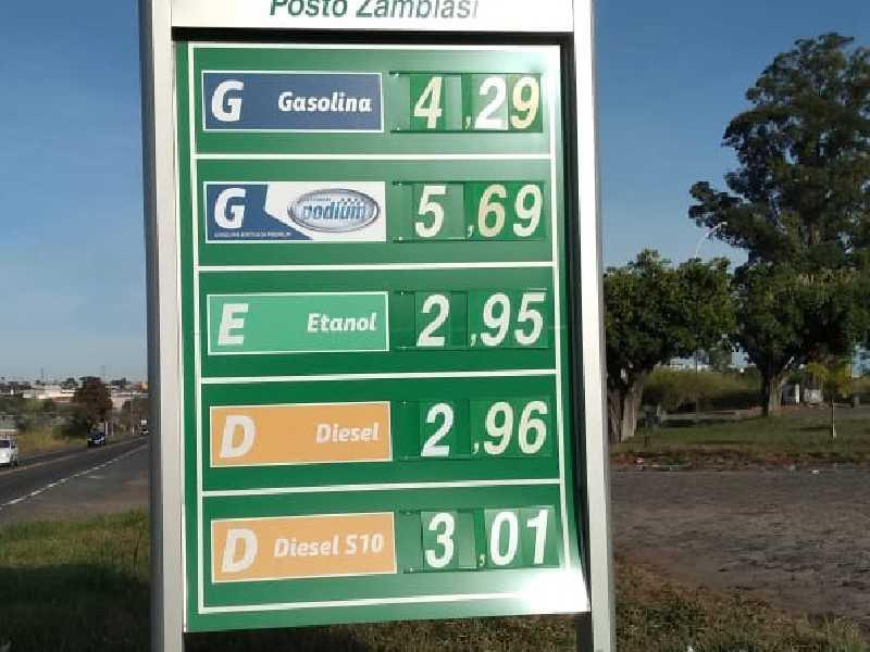 No Posto Zambiasi à margem da Rodovia MG 050,  saída para Itaú, é onde o preço da gasolina  estava mais barato em Paraíso, sexta (12/6)