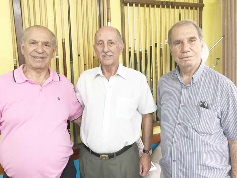 Os irmãos Farage, Miguel e Luís, ladeando Heitor Dantas