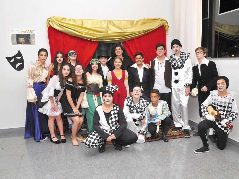 Teatro do Renascimento - Teatro Dell Arte -  Teatro Elisabetano - 7º ano
