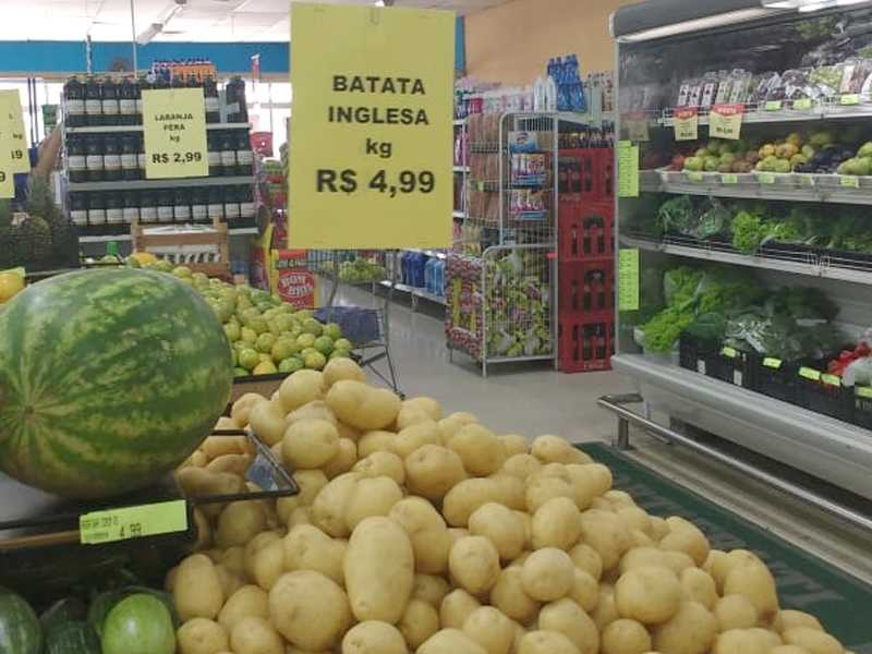 O quilo da batata Inglesa que custava em média no  final do ano passado R$3.00 o quilo , agora custa R4.99