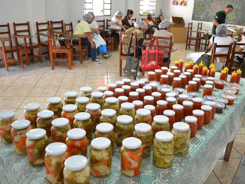 Depois do artesanato em tecido Senar realizou  curso de produção de alimentos no Distrito