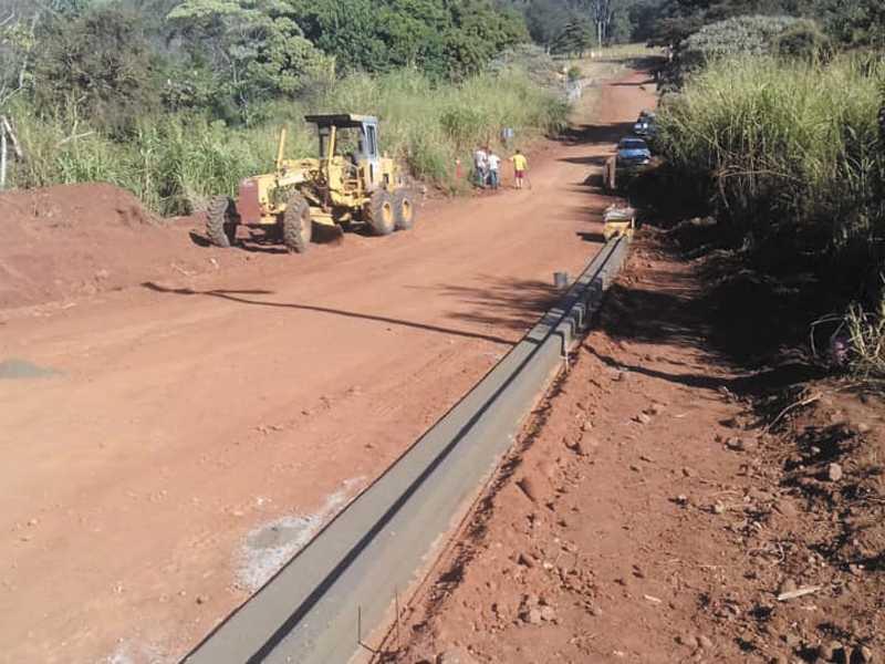 Estrada liga aos bairros Grama, Machado e Marques