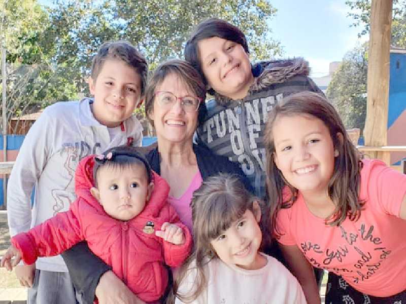 Josiane e sua paixão, os netos: Miguel, Pedro Henrique, Manuela, Catarina e Cecília