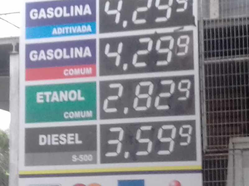 Na Rede de Postos RVM em PASSOS MG, motorista Paraisense pagou R$4,299 no litro da gasolina