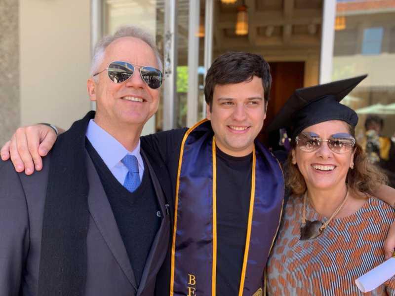 João Carlos com os pais, Carlos Mário Velloso Filho e Angela Silveira Banho