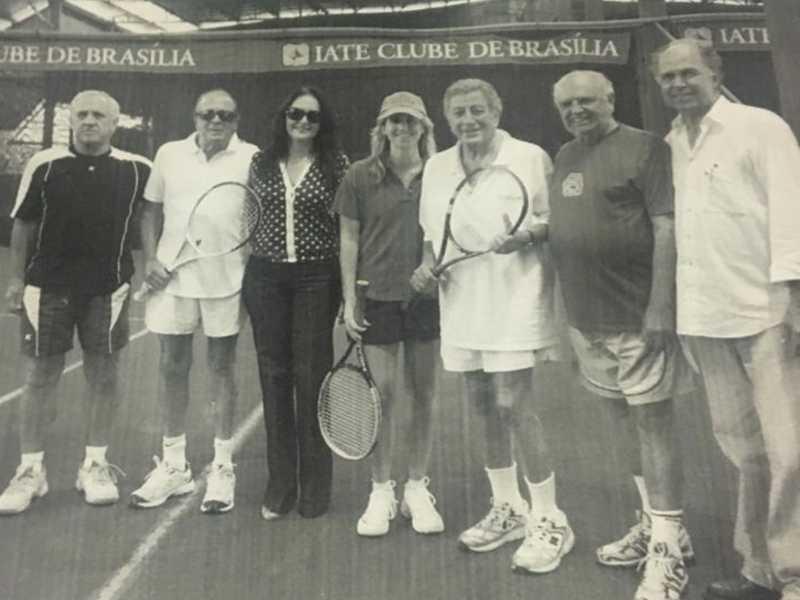 Tony Bennett e sua mulher, Gilberto Amaral, Mônica e José Maciel, Paulinho Fialho e o comodoro Edson Mendonça