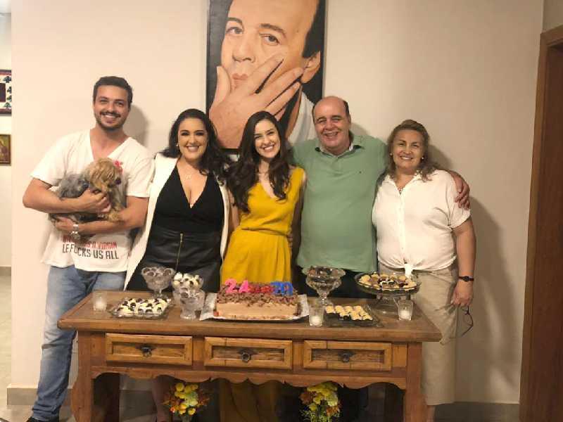 O prezado Michel Nasser, junto a esposa Elaine, dos filhos Joseph, Jamal e Michelle. Mês passado, ele e Michelle inauguraram idades novas.