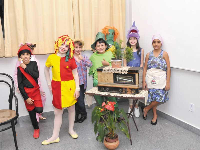 A história da televisão  (programas infantis que marcaram a história da TV brasileira) - 4º ano