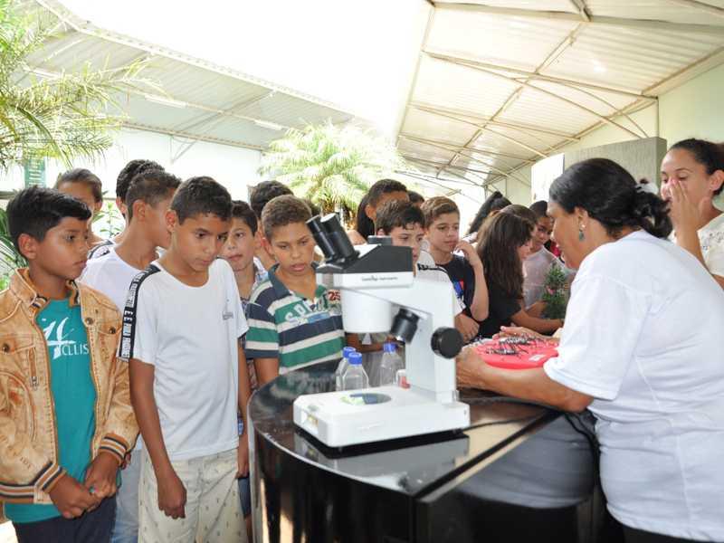 Programa oferece palestras, amostras de animais, intercâmbio de informações jogos e brincadeiras