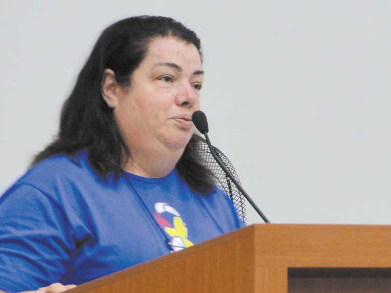 Professora Márcia Cristina explica funcionamento da AMA e reforça convite para que população conheça instituição