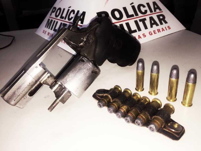 Além do revólver a polícia apreendeu 10 cartuchos intactos
