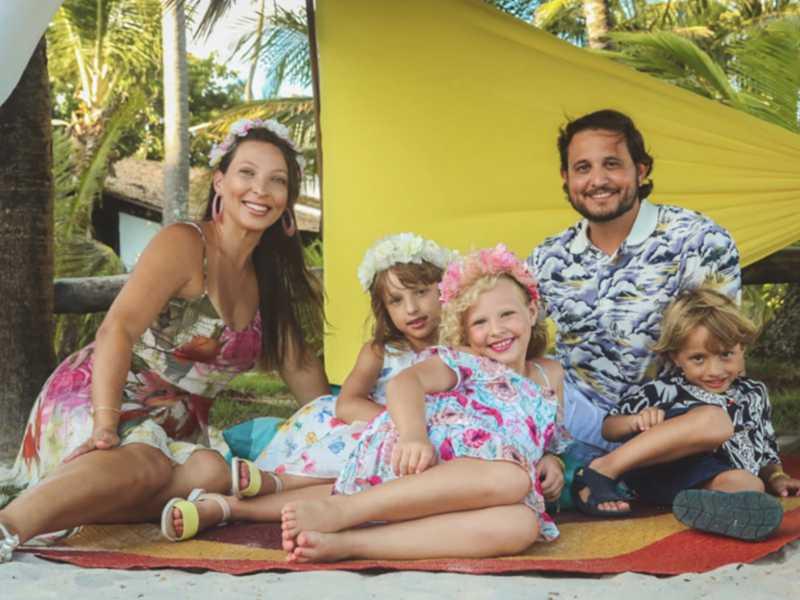 A felicidade de Roberta e Igor, nos festejos dos 20 anos de casados, cercados dos filhos, Helena, Isabela e Carlos Eduardo