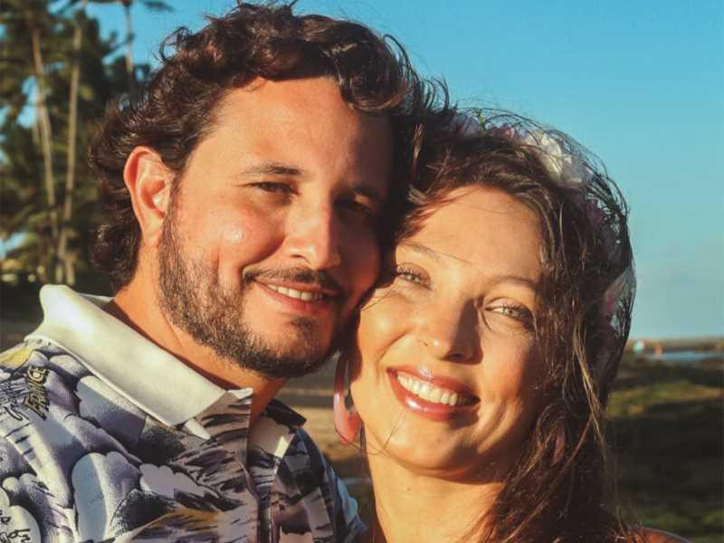 O querido casal de médicos, Roberta Ilha e Igor Félix Cardoso, comemorou suas Bodas de Porcelana, na paradisíaca Praia do Forte, na Bahia
