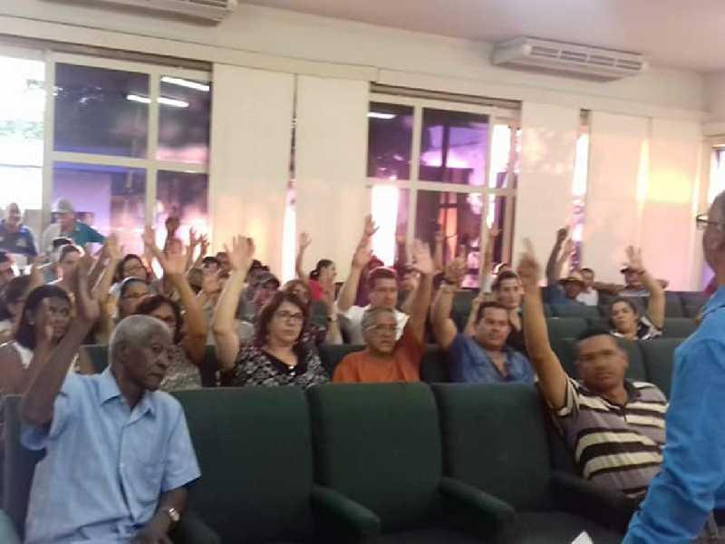 Em assembleia servidores decidem pelo fim da greve motivada pelo pagamento de salários atrasados