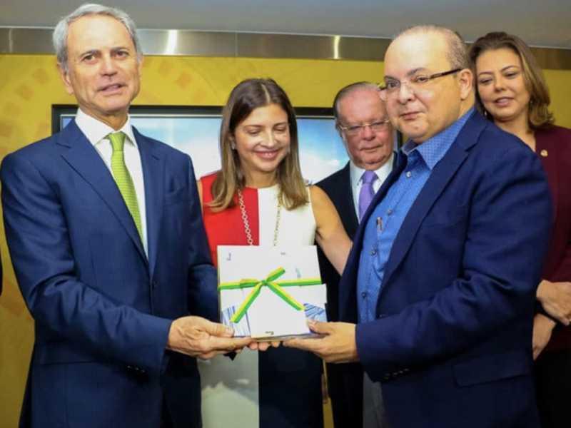 Governador Ibaneis Rocha ao lado empresário Paulo Octávio e de sua Anna Christina, neta de JK e diretora do Memorial, do secretário Ruy Coutinho e da senadora Leila Barros