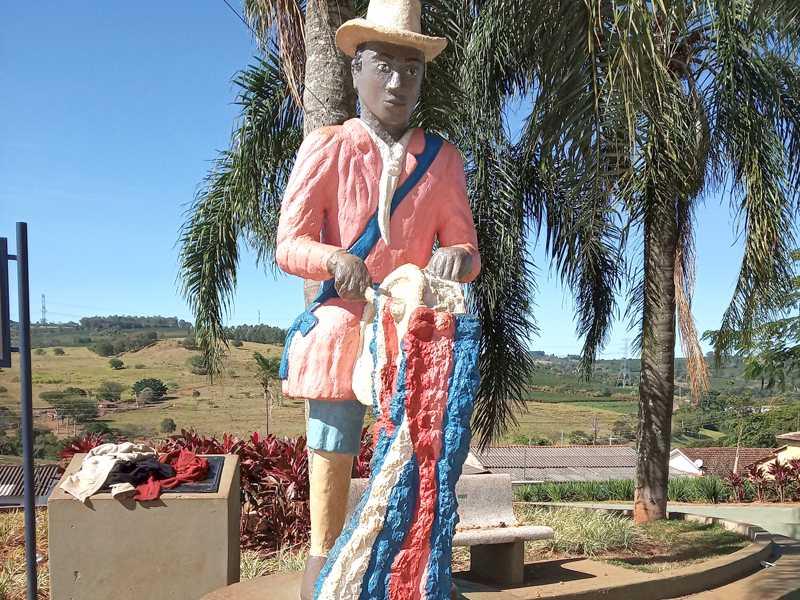 Estátua do Congadeiro em São Tomás de Aquino