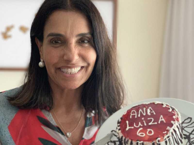 Esbanjando beleza e jovialidade, a minha amiga Ana Luiza Miranda comemorou a chegada dos seus 60 anos, linda, leve e de bem com a vida