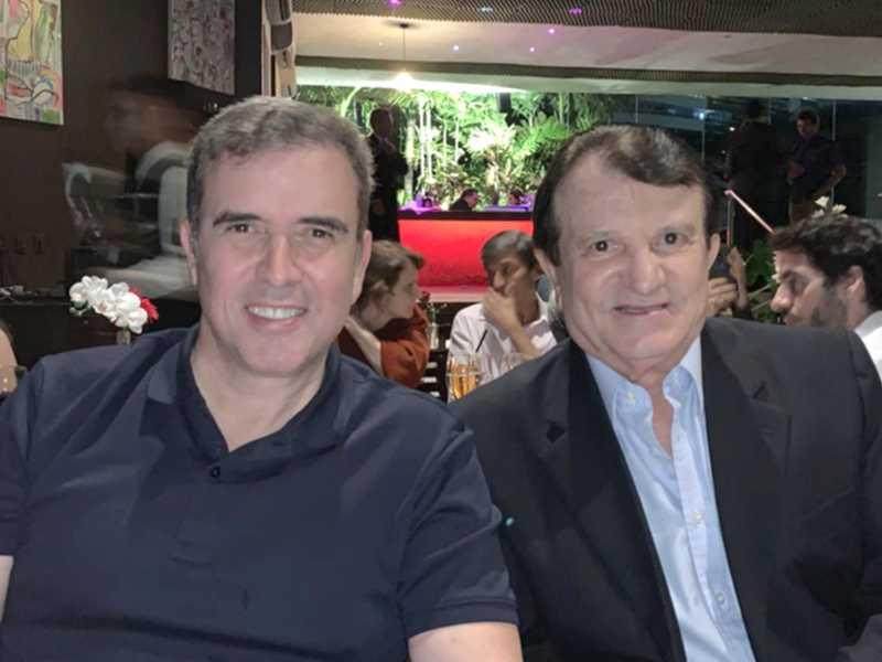 No jantar de encerramento do Congresso de Direito do Trabalho em Fortaleza, o desembargador e presidente do TRT do Rio Grande do Norte, Bento Herculano e o advogado Estenio Campelo