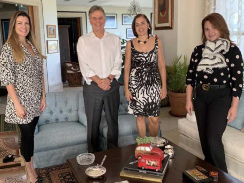 Marcella Athayde Browne, o embaixador Clemente Baena e sua Claudia, e Liza Alvarez 1