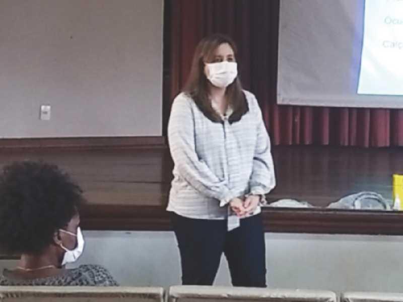 Dra. Marcia Oliveira no treinamento com equipe